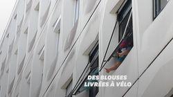 À Saint-Ouen, ces militants à vélo récupèrent de quoi fabriquer des blouses pour les