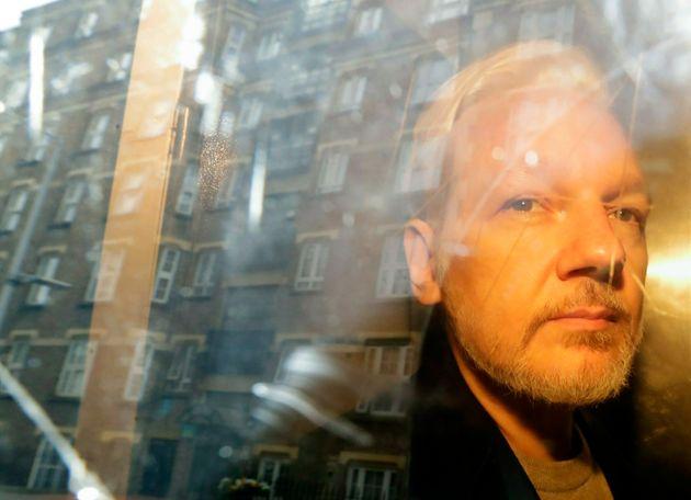 Assange a eu deux fils avec son avocate quand il était à l'ambassade d'Équateur...