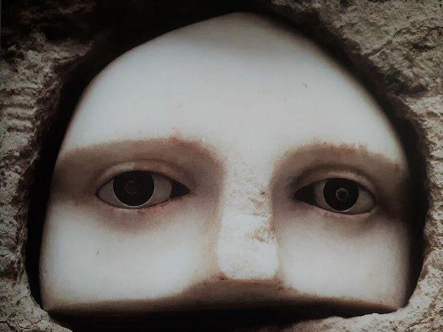 Τάμα αφιερωμένο στον Ασκληπιό από έναν πολίτη με το όνομα Πραξίας για τη θεραπεία των ματιών της συζύγου...