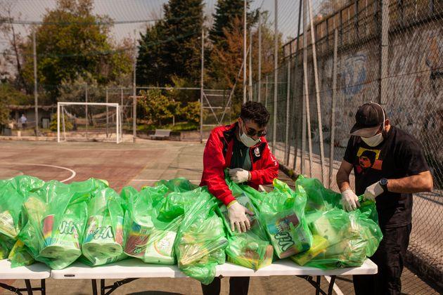 «Τα παιδιά μου θα πεινάσουν. Πνιγόμαστε» - Οι Ιταλοί παλεύουν για να ταΐσουν τις οικογένειες