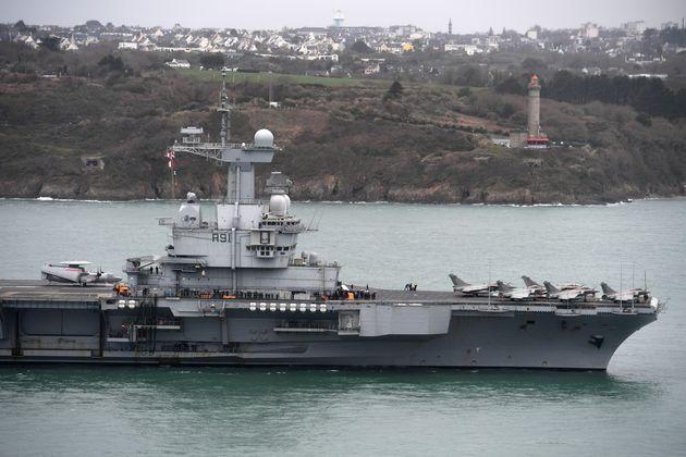 Le porte-avions Charles-de-Gaulle arrive à Toulon dans