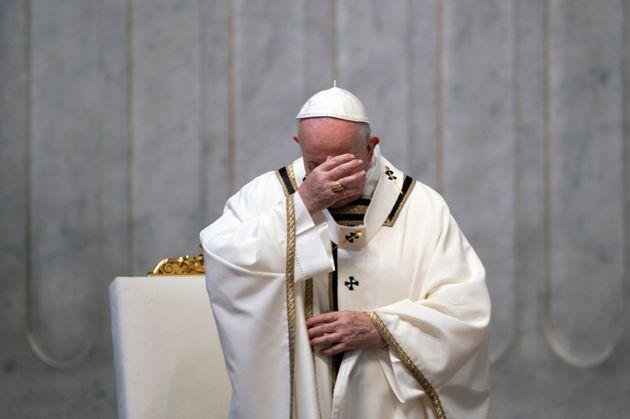 Papa Francisco comanda missa de Páscoa na Basílica de São Pedro a portas
