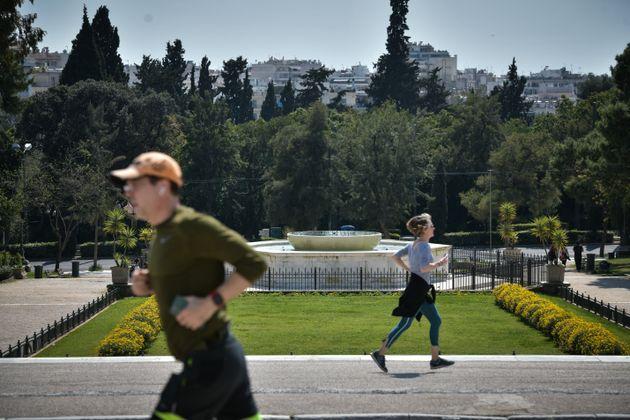 Στιγμιότυπα από το κέντρο της Αθήνας σήμερα,