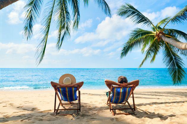 Bruselas desaconseja reservar vacaciones de verano por el