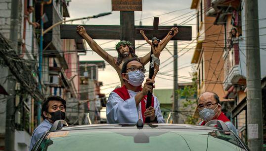 코로나 시대에 세계가 '기독교 최대 축일'을 보낸 방법