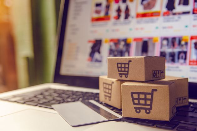 «Εκρηξη» ηλεκτρονικών πωλήσεων: Τι αγοράζουν οι Ελληνες στην
