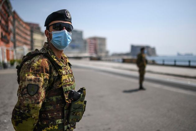 Italia supera los 20.000 muertos aunque vuelve a reducir los nuevos