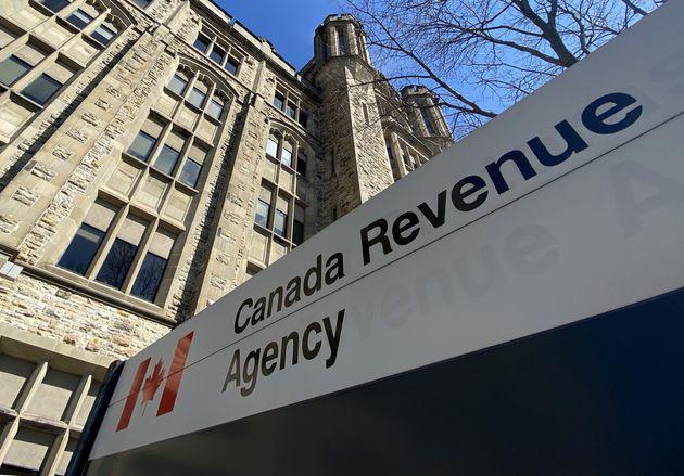 カナダ歳入庁の建物が4月6日にオタワで見られます。