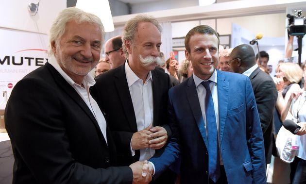 Bernard Stalter, ici avec Emmanuel Macron et le coiffeur Franck Provost en septembre 2016, est mort du