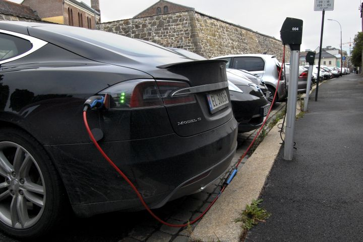 Cars in free parking spaces for electric vehicles get charged in Oslo.
