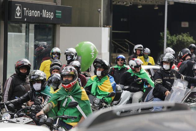 Manifestantes contrários ao isolamento social fizeram ato no sábado (11) em São