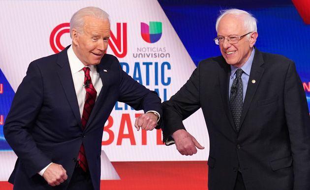Joe Biden et Bernie Sanders, ici le 15 mars 2020, sont maintenant alliés pour vaincre Donald Trump...