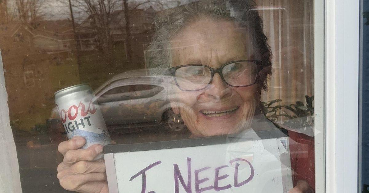 自主隔離中の93歳の女性「ビールが足りなくなった」。危機感を…