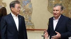 """우즈벡 대통령 """"한국의 방역 경험, 온전히 도입하고"""