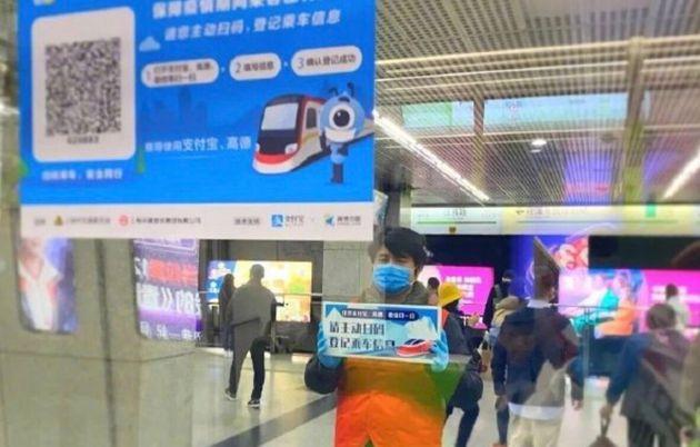 上海市の地下鉄に貼られたQRコード