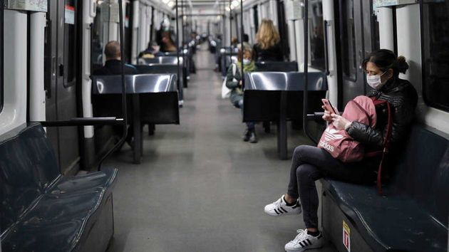Trabajadores en el metro de