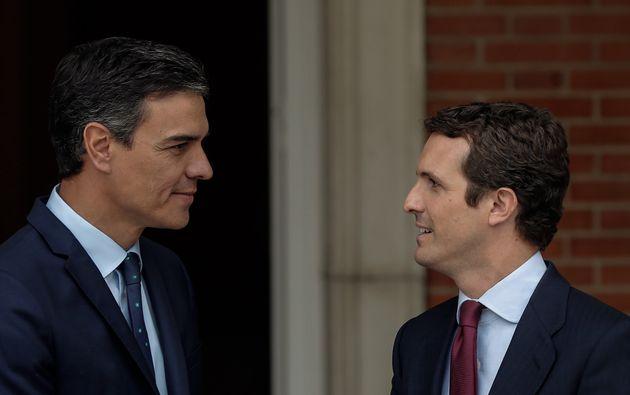 El presidente Pedro Sánchez recibe al presidente del PP, Pablo Casado en el Palacio de La Moncloa...