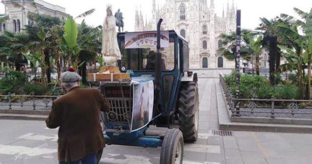 Da Pavia a piazza Duomo col trattore: