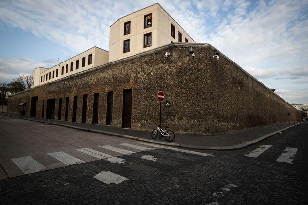 Dans les prisons françaises, comme ici à la Santé à Paris, l'épidémie...