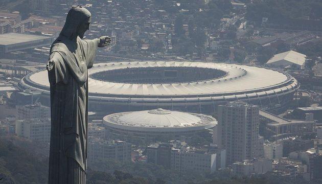 Το εμβληματικό άγαλμα του Ιησού στο Ρίο, «ντύθηκε»