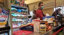 スーパーや薬局の店員たちは今、他の人のために命を危険にさらして働き続けている【新型コロナウイルス】