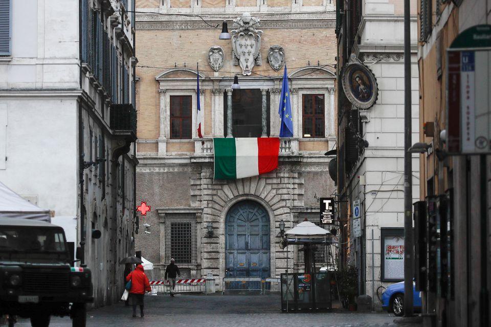 Ιταλική σημαία κρεμασμένη...