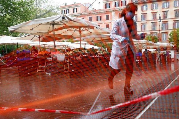 Italia sigue a la baja: menos muertes y menos