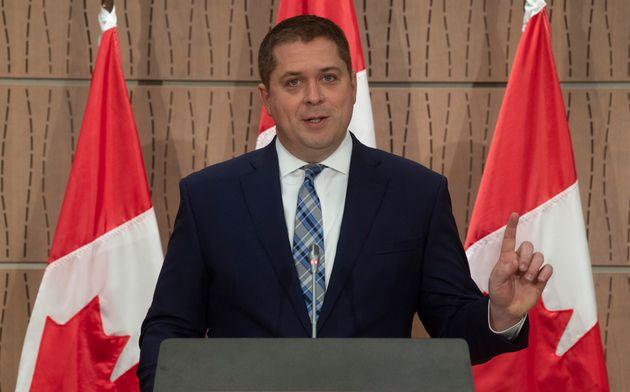 Le chef de l'opposition, Andrew Scheer, lors d'une conférence de presse à Ottawa, le mardi 14 avril 2020...