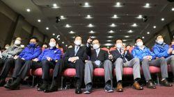 압승 거둔 민주당, 16년 만에 과반 의석 차지