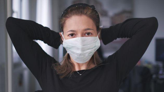 El coronavirus daña el triple a las mujeres: por la salud, los cuidados y la violencia de