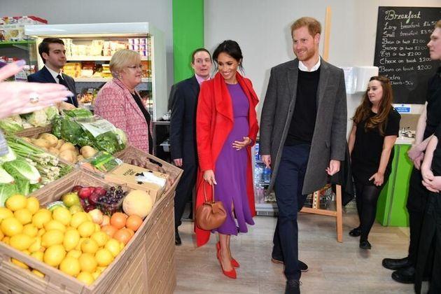 2019年1月14日に、イングランド・バーケンヘッドにあるスーパー「フィーディング・バーケンヘッド」とコミュニティカフェを訪れたハリー王子とメーガン妃