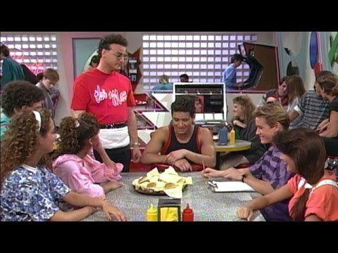 Los protagonistas de 'Salvados por la campana' en la hamburguesería de Max.