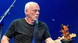 Ο Ντέιβιντ Γκίλμουρ των Pink Floyd τραγουδάει Λέοναρντ