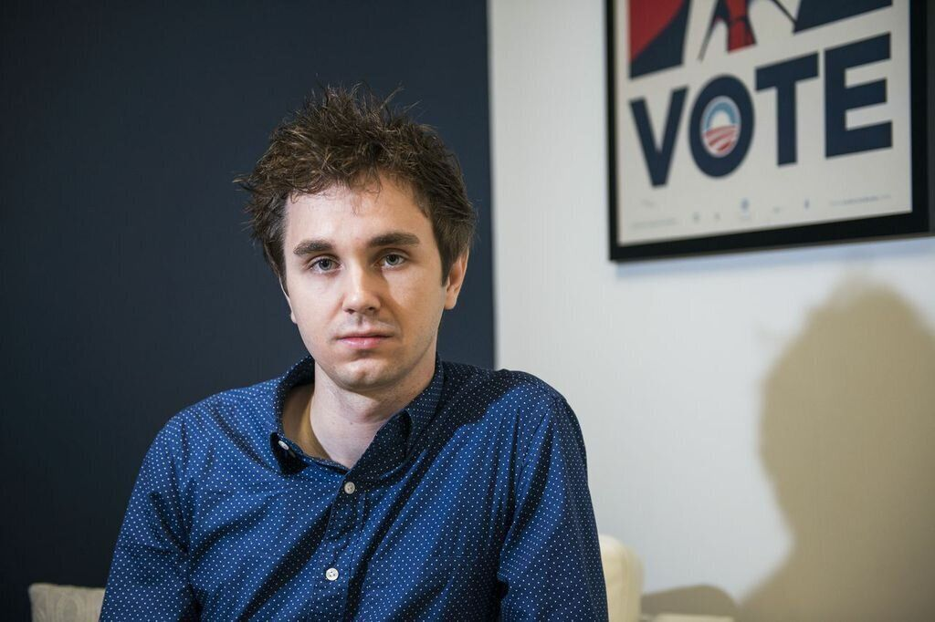 """<div class=""""feature-caption""""><em>Chris Frommann quit his job with the federal government after an IT project he worked on was never introduced. (Photo: Damon Scheleur/Huffington Post)</em></div>"""