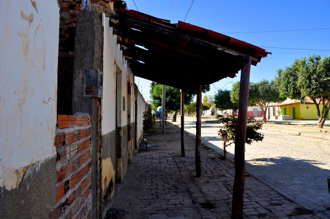 """<div class=""""feature-caption""""><em>The main street of the town of Barra do Parateca, Brazil. (Carolina Ramirez/The Huffington Post)</em></div>"""