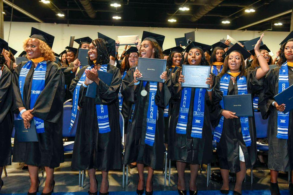 <em>Graduates of Spelman College's class of 2015. (Photo: Spelman College)</em>