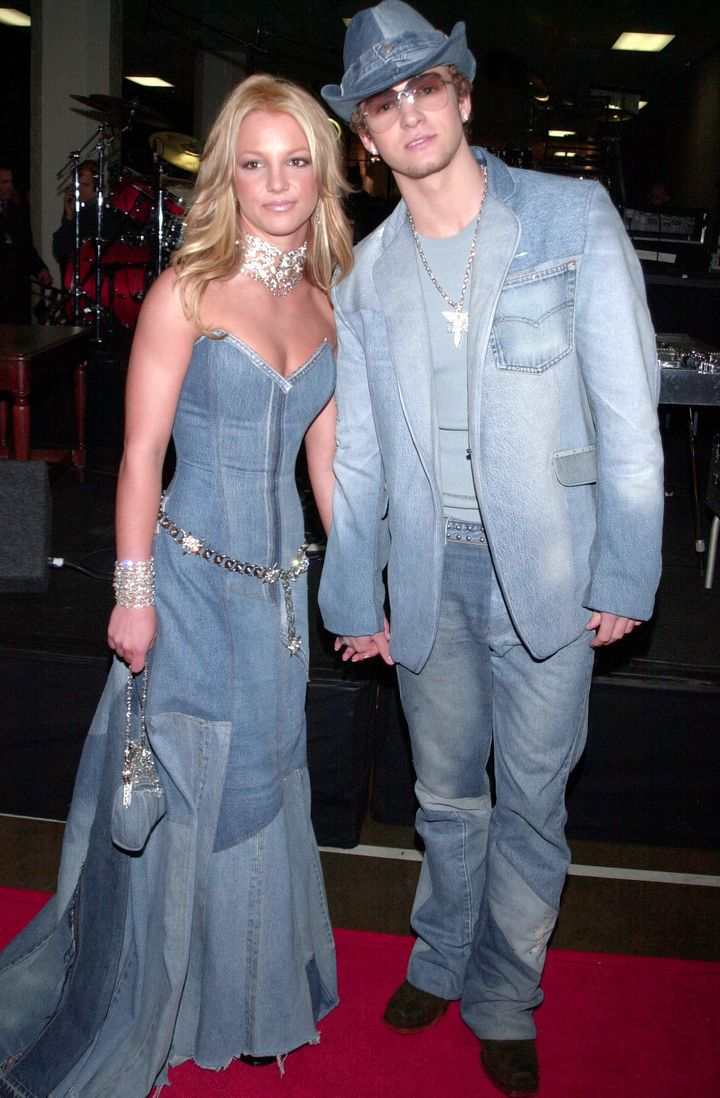 The former teen stars made one of their most infamous red carpet appearances at the AMAs in 2001