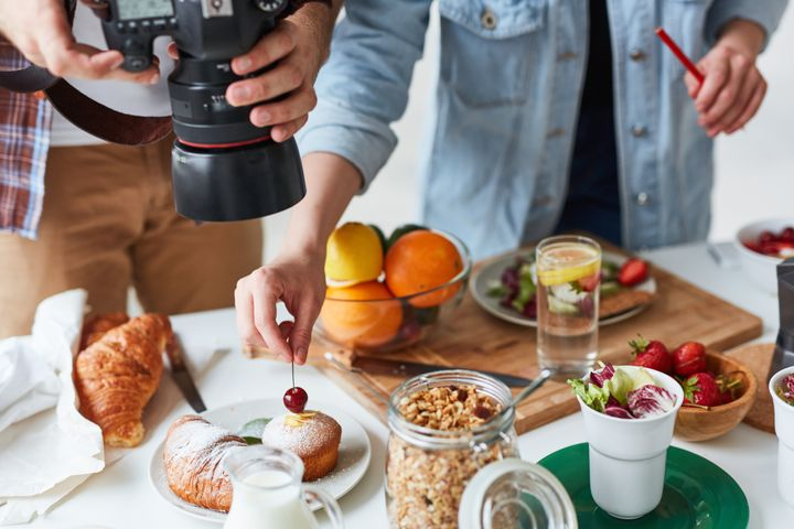 "Author Liz Moody told HuffPost that a 10-day photoshoot for&nbsp;the &ldquo;<a href=""https://www.amazon.com/Healthier-Together-Recipes-Two-Nourish-Relationships/dp/0525573275"" target=""_blank"" rel=""noopener noreferrer"">Healthier Together Cookbook</a>,&rdquo; cost $40,000."