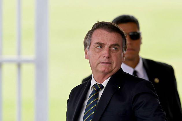 Bolsonaro afirma em reunião trocar chefia da PF para proteger família, dizem
