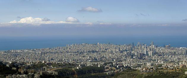 Beyrouth, la capitale du Liban, offre une ligne d'horizon dégagée le 21 mars 2020, tandis que la majorité des habitants sont confinés chez eux afin de contrôler la propagation du nouveau coronavirus. L'air de Beyrouth est notoirement très pollué.