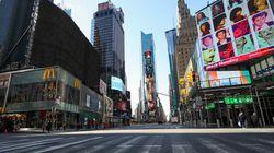 Dans les rues, «New York, New York» a résonné en hommage aux