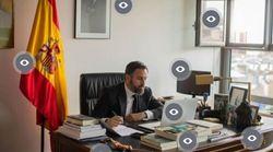 Abascal ha subido una foto de su despacho... y hay varias cosas que nos llaman la