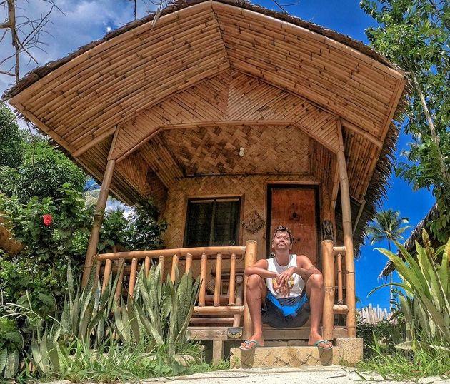 Thales Gomes em Port Barton, Filipinas, antes de conseguir retornar ao
