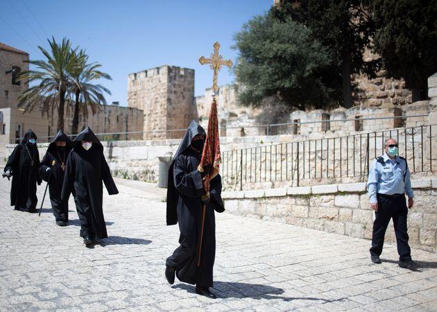 Η τελετή αφής του Αγίου Φωτός στα Ιεροσόλυμα εν μέσω