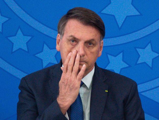 Bolsonaro tocándose la
