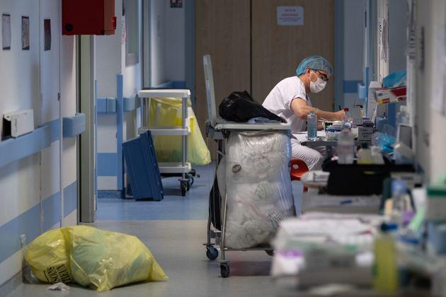 Ce 18 avril, le nombre de personnes hospitalisées en France, y compris en réanimation,...