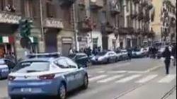 Anarchici tentano di impedire l'arresto di due rapinatori: tensione a