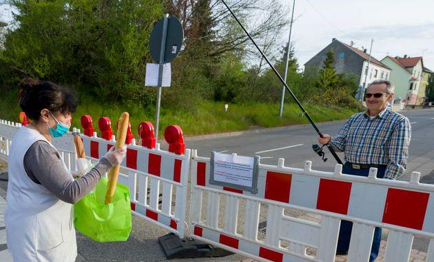 À la frontière franco-allemande, les habitants deLauterbach viennent se fournir en...