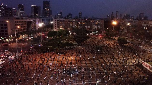 En Israël dimanche 19 avril, environ 2000 personnes se sont réunis en respectant les mesures...