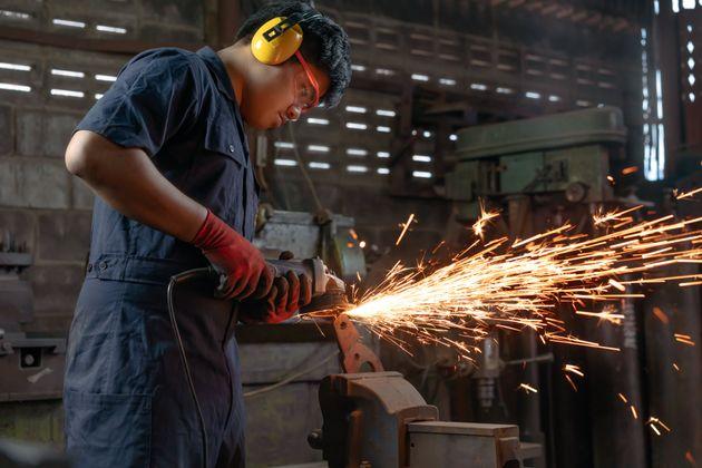 日本で働く外国人は年々増加。昨年10月末には165万人を超え、過去最多となった